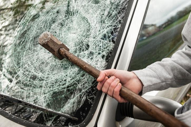 smashed_windshield